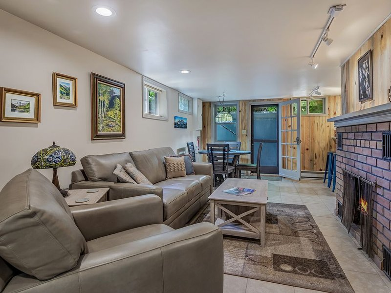 Location says it all. Glenwood Springs Colorado beautiful one bedroom apartment, holiday rental in Glenwood Springs