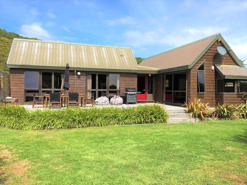 Private family friendly slice of paradise- ready for you to enjoy!, location de vacances à Hawke's Bay Region