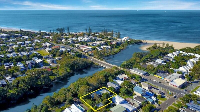 The Haven Lakefront Holiday Home - Moffat Beach, location de vacances à Battery Hill