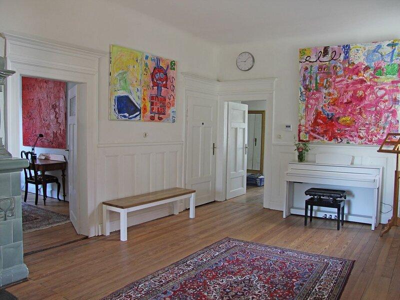 Wunderschöne 150qm-Wohnung in alter Jugendstilvilla zum Wohlfühlen!, Ferienwohnung in Kitzingen
