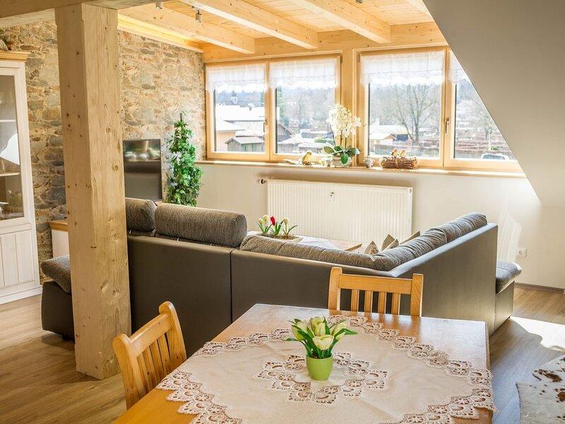 Gemütliche Ferienwohnung Bergpanorama mit Balkon, Bergblick und WLAN; Parkplätze, holiday rental in Garmisch-Partenkirchen