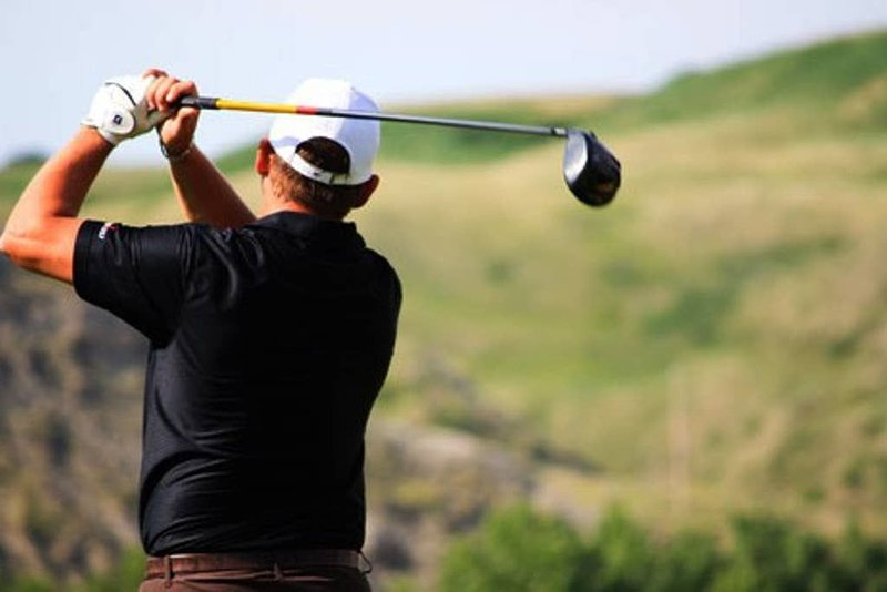 Discounts on golf and restaurant.