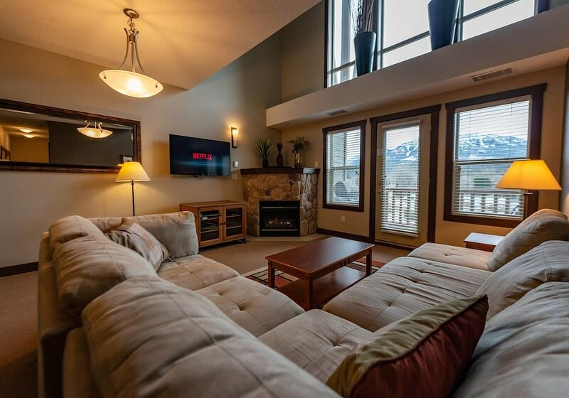Corner penthouse suite with loft, holiday rental in Fernie