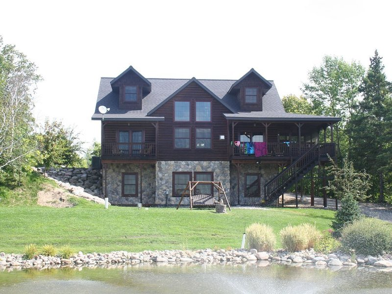 6 bedroom-Sleeps 22 People-Pontoon Included-Lake Front-Beach-Pool-Fishing-Kayaks, holiday rental in Blackduck