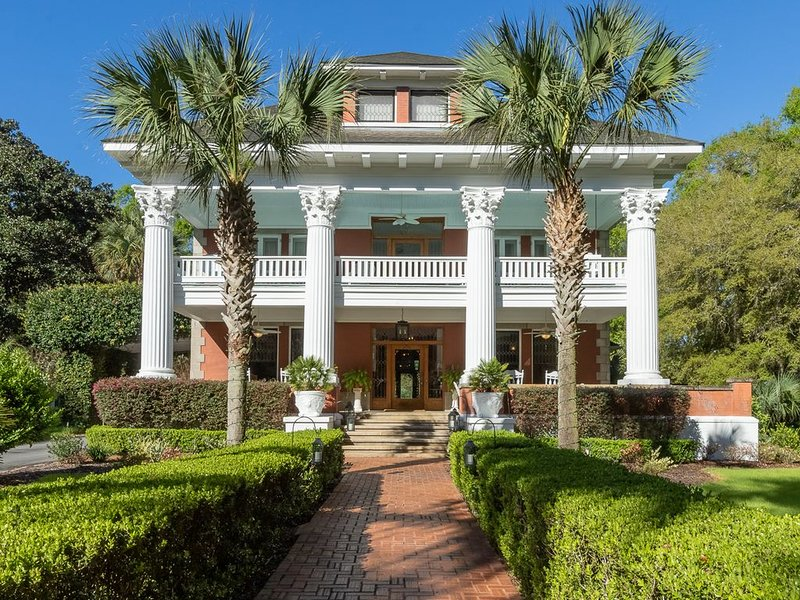 Herlong Mansion Bed and Breakfast Inn - Wisteria Room, vacation rental in Hawthorne