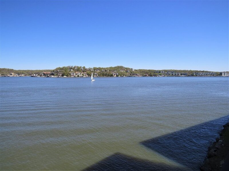 Absolutely Beautiful View from this 4 Bedroom / 4 Bath Falls Condo!, holiday rental in Eldon