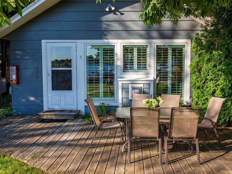 Snug Harbor Inn - Luxury Cottage 1, vacation rental in Algoma