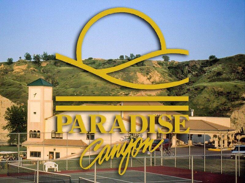 Paradise Canyon Golf Resort - Signature Walkout Condo 380 – semesterbostad i Lethbridge