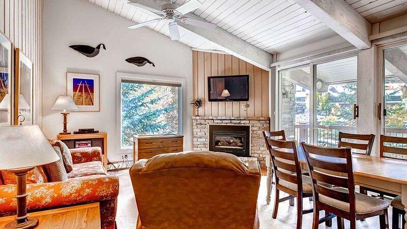 Click to Save 25% on 2BD + loft, 2BA Woodbridge Condo in Snowmass, location de vacances à Snowmass Village