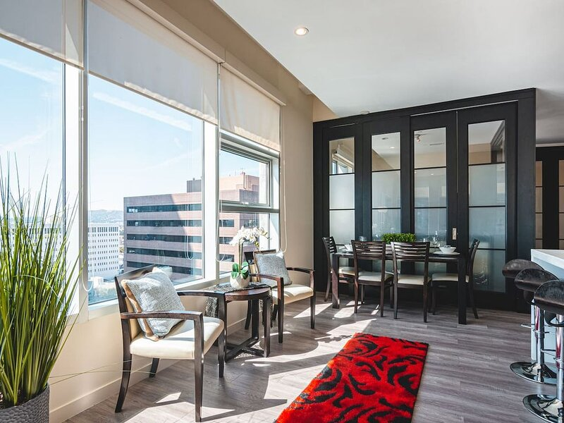 DTWILA 2BD 2Bath High Rise with City Views, holiday rental in Glendale