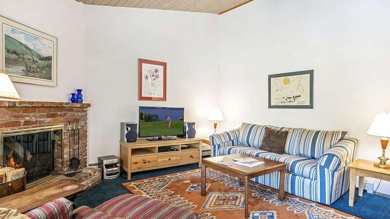 Click to Save 25% on Top floor 2bd+loft, 2ba Woodbridge Unit with ski access, location de vacances à Snowmass Village