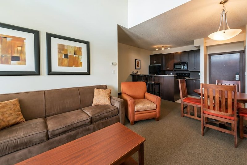 Penthouse King Suite * Silver Rock Condos, holiday rental in Sparwood