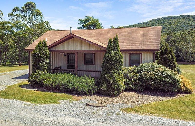 Rough Cut Lodge - Spruce Cabin, location de vacances à Wellsboro