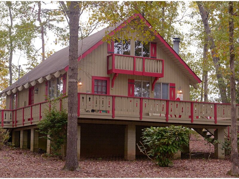 Pine Mountain Club Chalets - Offlake Three Bedroom #14 - Not Pet Friendly, aluguéis de temporada em Pine Mountain Valley