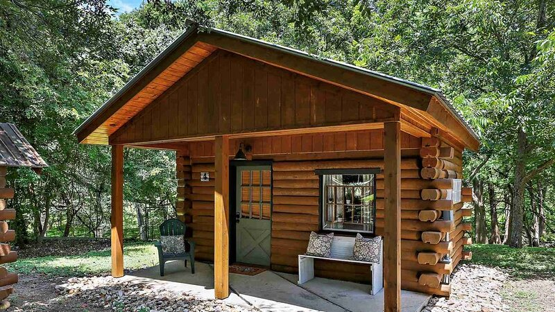 Cozy Log Cabin Retreat for Two On Cypress Creek #4, holiday rental in Wimberley