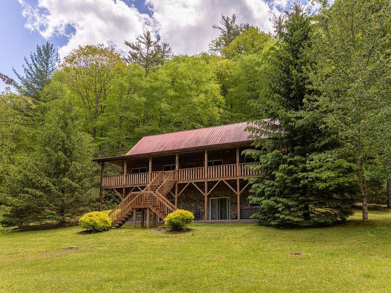 Hidden Serenity- Privacy, Hot Tub, Fire Pit, 15 minutes from Boone, holiday rental in Fleetwood
