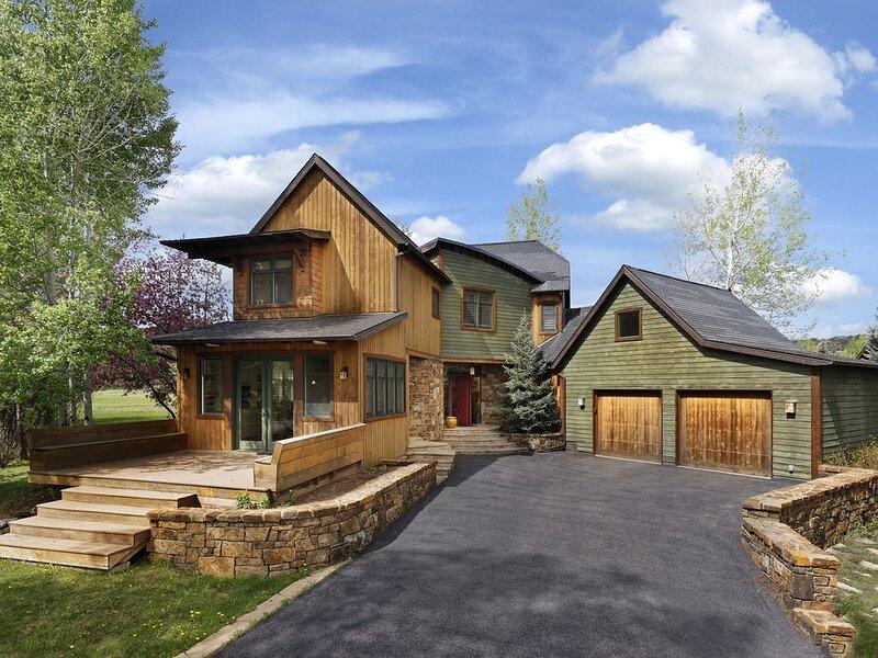 River Valley Retreat - Spacious 5bed, 5bath Luxury Home, location de vacances à Carbondale