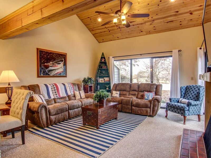 C62 The Lions Den II  The Lions Den II by Innsbrook Vacations, holiday rental in Innsbrook
