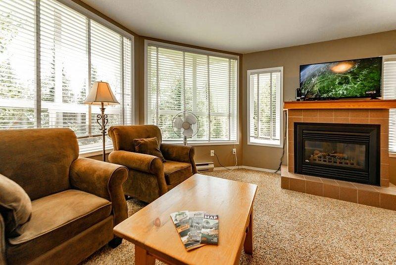 Top floor, Corner Unit Ski in Condo, holiday rental in Wardner