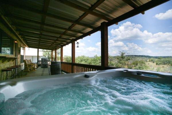 No Rancho Properties Hilltop Hideaway | King Bed | Hot Tub |Beautiful Views, holiday rental in Harper