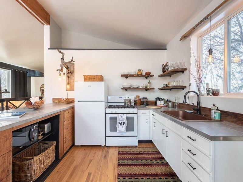 Newly renovated full kitchen!