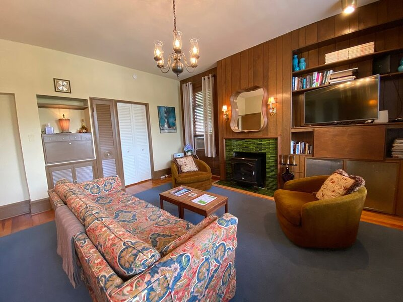 Mid-Century Modern In Historic Heart Of St. Louis, holiday rental in Saint Louis