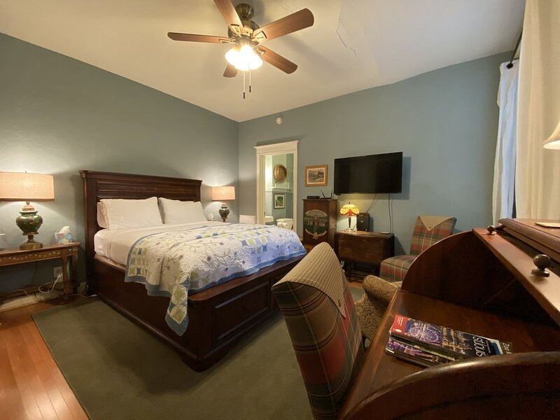 Bennett: Intimate Studio on McPherson at Euclid, holiday rental in Saint Louis