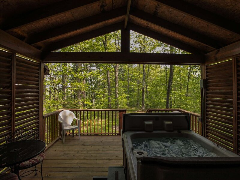 A-Frame #18 - Romantic Hideaway - Hocking Hills, holiday rental in Logan