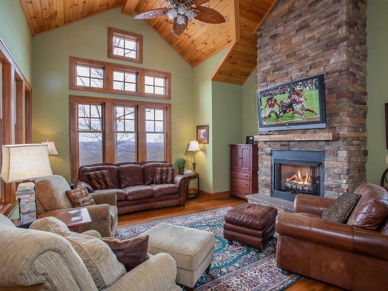4BR Upscale Condo, Views, Swimming Pools, Club Amenity Access, Sugar Mtn Resort, vacation rental in Banner Elk