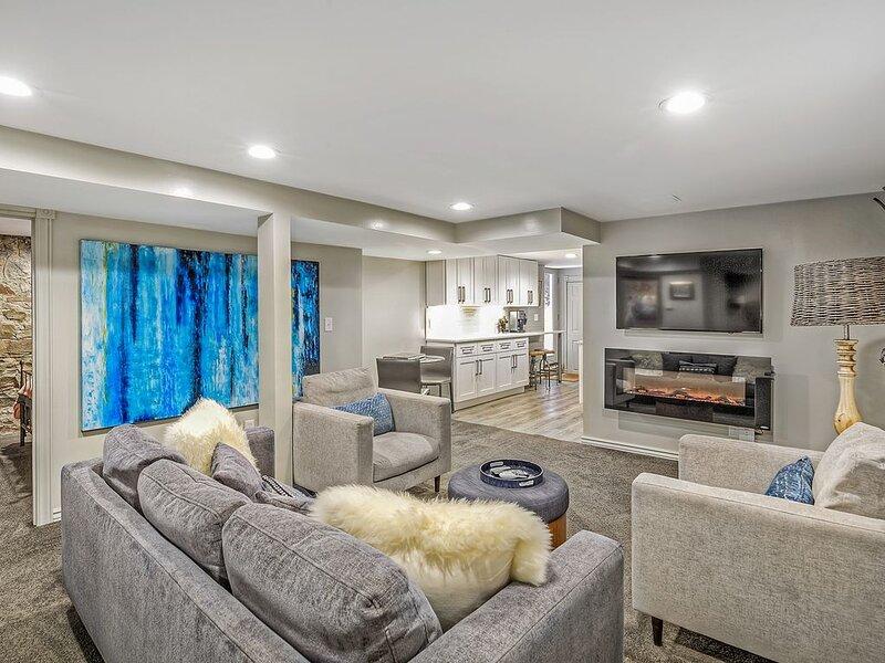 New Capital Hill Apartment!, location de vacances à Glendale