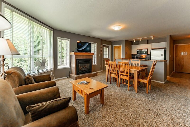 Queen with bunk bed at Timberline, holiday rental in Fernie