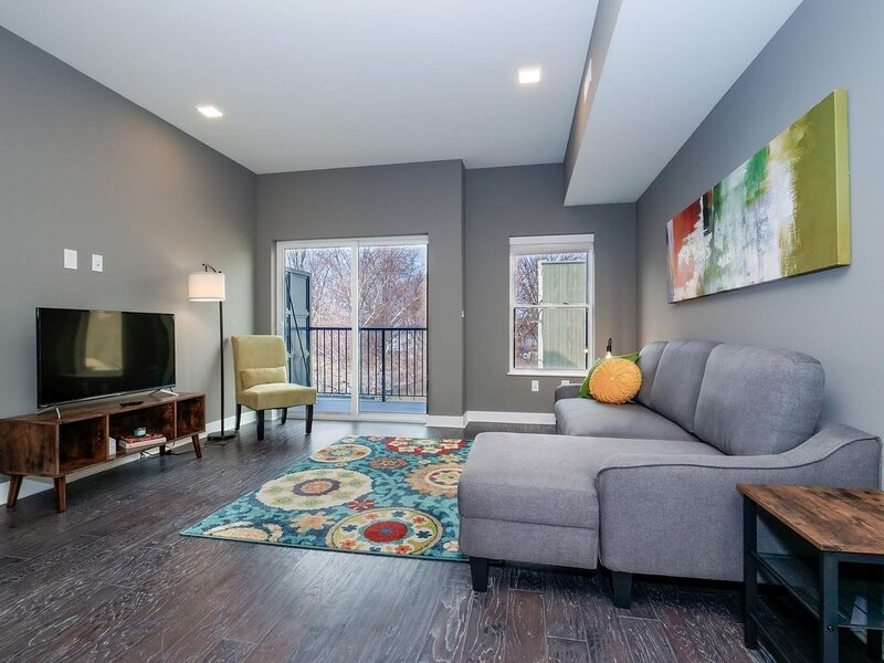 Brand New Luxury Condo in the Heart of Ohio City- F6, holiday rental in Cleveland