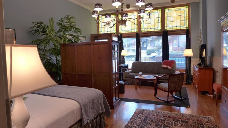 Luxurious Accommodations in Historic Bakery, holiday rental in Saint Louis