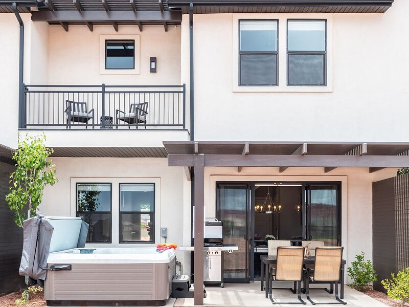 Ocotillo Springs 2 | Gorgeous home with a Private Hot Tub!, casa vacanza a Santa Clara