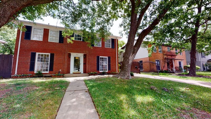 New listing! Charming home near museums, the Houston Zoo, & Medical Center, alquiler vacacional en South Houston