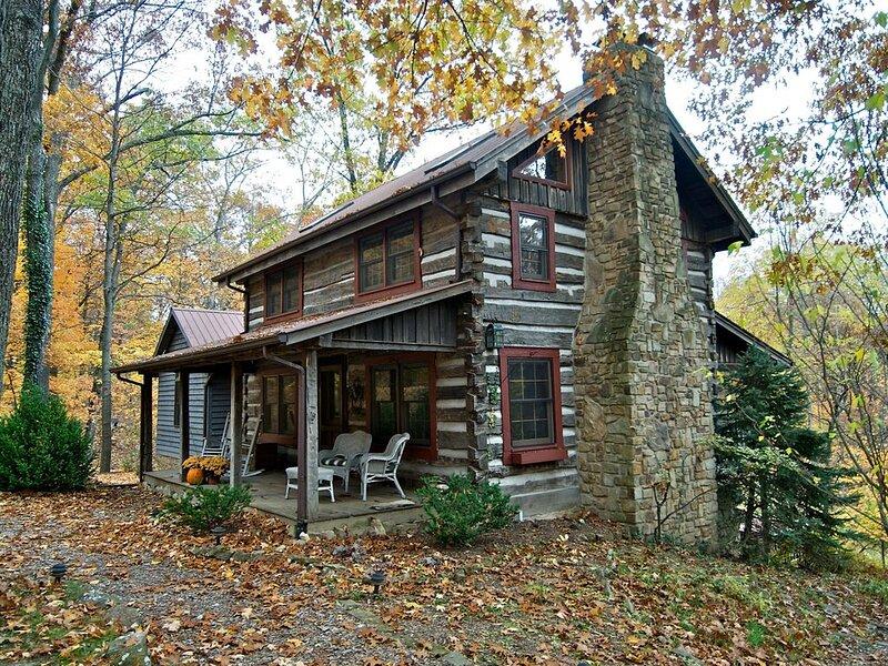 Wildflower Ridge Log Cabin, vacation rental in Columbus