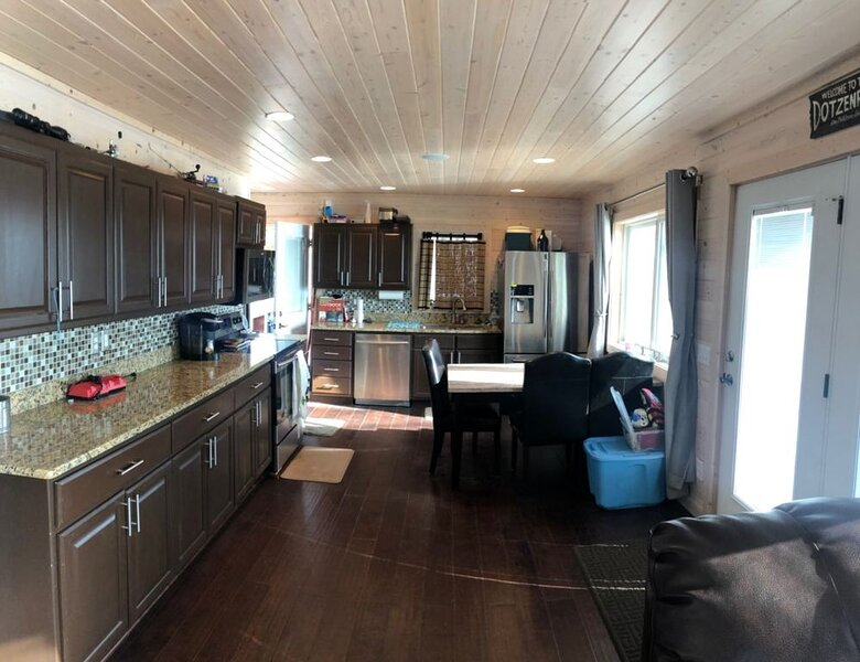 Charming 2 bedroom cabin with a bunkhouse on Pelican Lake, alquiler vacacional en Detroit Lakes