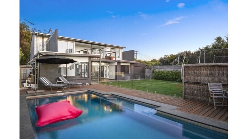 Beach House Benefits with Stunning Rural Outlook & Pool, holiday rental in Barwon Heads