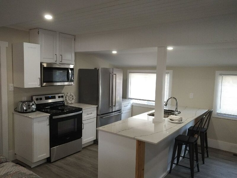 Renovated 3 Bedroom Port Stanley Cottage Rental near Beach!, aluguéis de temporada em Port Stanley