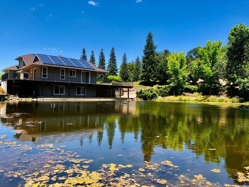 Farm House with Views of Folsom Lake and Ponds, holiday rental in Shingle Springs