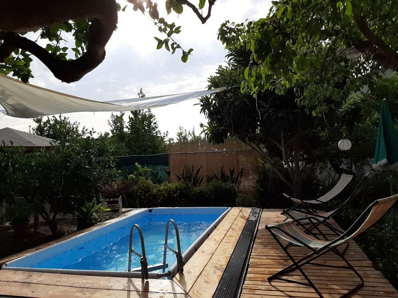 AMPIA CASA VACANZE  AL MARE CON GIARDINO E PISCINA PRIVATA, vacation rental in Rocca di Capri Leone