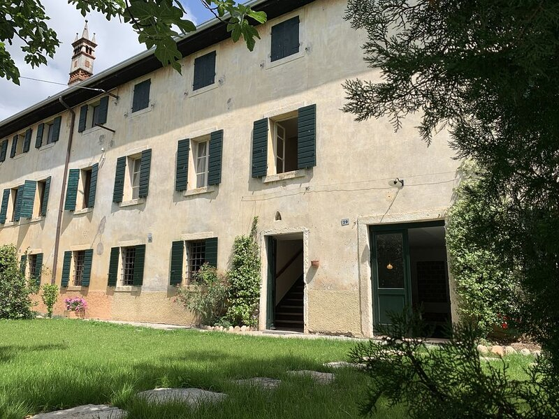 Casa Ricamadora in Valpolicella, holiday rental in Bussolengo