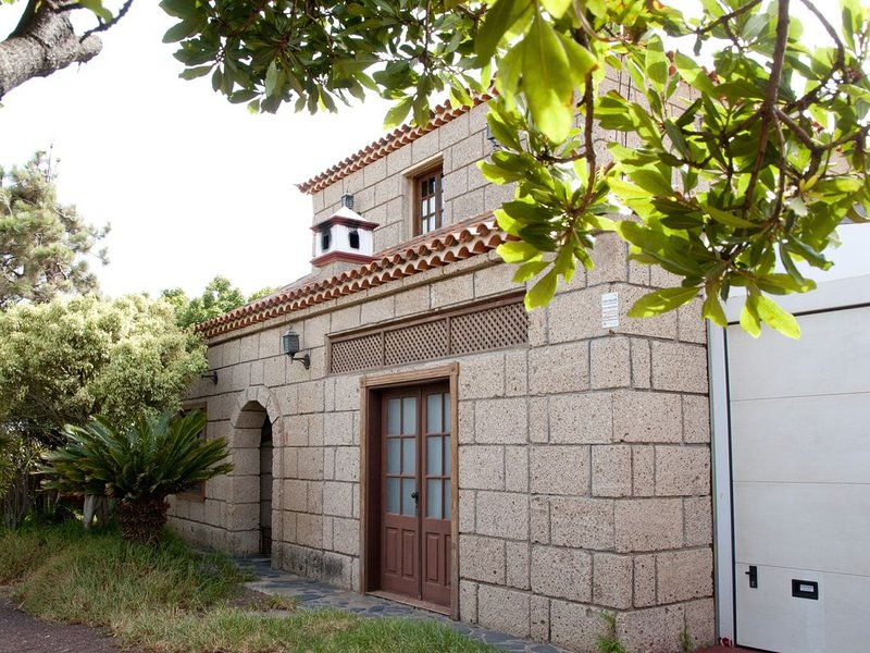 Relaxing chalet with unique style, views and location, holiday rental in Llano del Moro