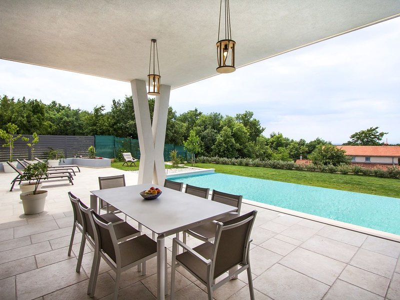 Villa Astera mit Meerblick, Ferienwohnung in Visnjan