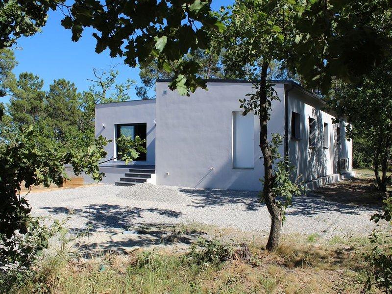 Maison neuve, climatisée, sur un terrain de 1500m2, aluguéis de temporada em Berrias et Castejau