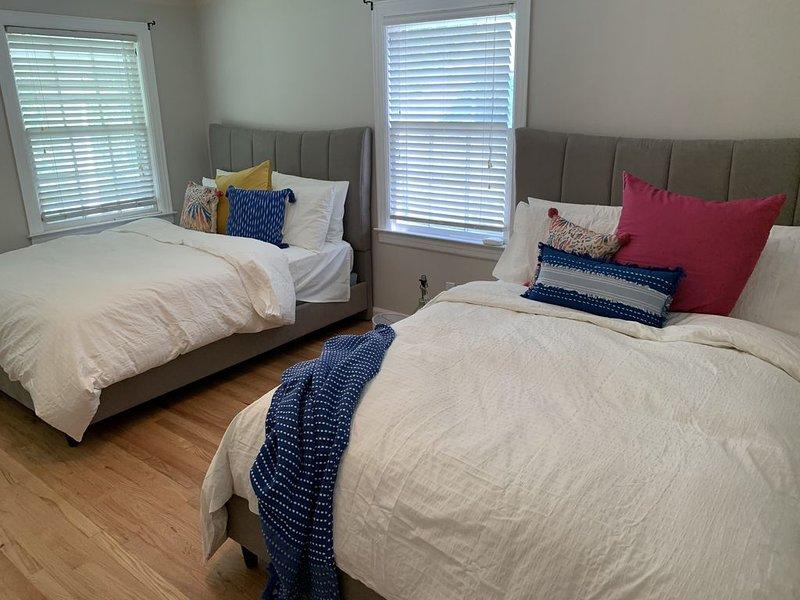 Cozy Duplex Near The Hospital- Side A, alquiler de vacaciones en Springfield
