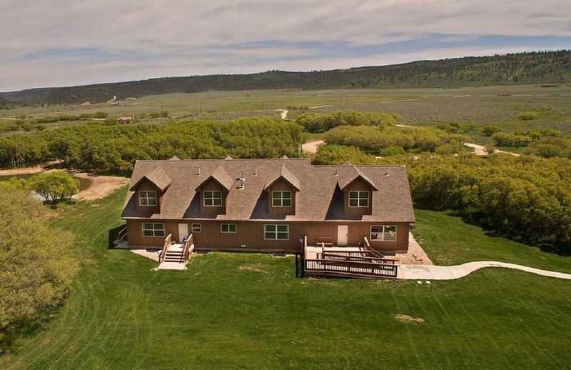 Sleeps 18! Top Rated Family-Friendly Lodge Near Moab * Foothills of La Sal Mtn, location de vacances à La Sal