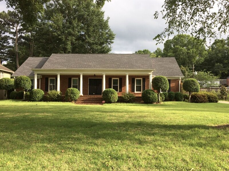 Large East Memphis 5 Bedroom Home, holiday rental in Cordova