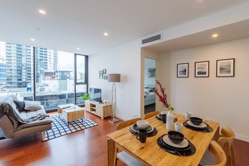 Open living area, spacious & modern