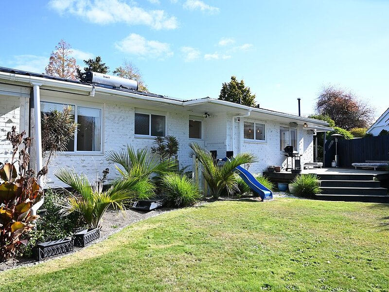 Rider's Retreat   Great Central Rotorua Location with Private Deck & Great Yard, holiday rental in Ngongotaha